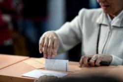| Socialistas ganan holgadamente las elecciones europeas en España.