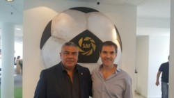 Claudio Tapia, presidente de AFA, junto a Mariano Elizondo, titular de la Superliga.
