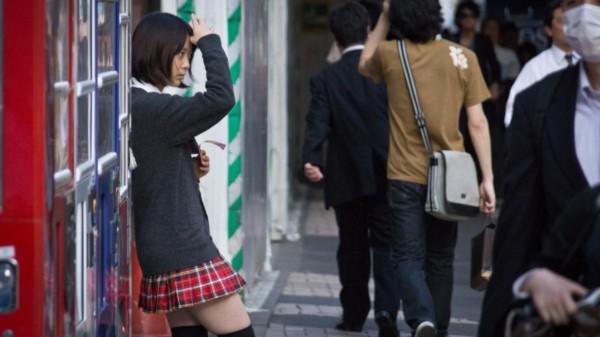 En 2017 se registraron casi 900 casos de este tipo de agresión y acoso en los trenes y metros de Tokio.