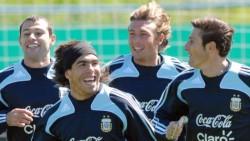 Heinze llamó a Mascherano y Tevez para que se sumen a Vélez a partir de la próximo temporada. El