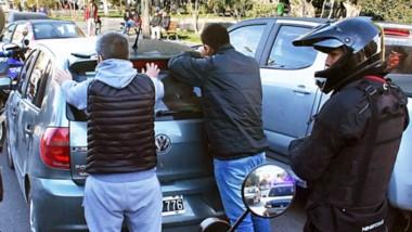 Dos sujetos fueron sorprendidos por la Policía después de ser observados por personal de la Brigada.