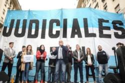 La Unión de Empleados de la Justicia de la Nación (UEJN) convocó hoy a una huelga nacional de 48 horas.