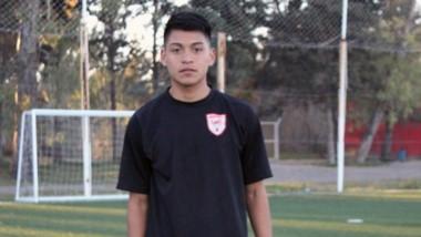 """El hijo del """"Chacarero"""" Pérez realiza entrenamientos junto al plantel de Huracán antes de volver a su club."""