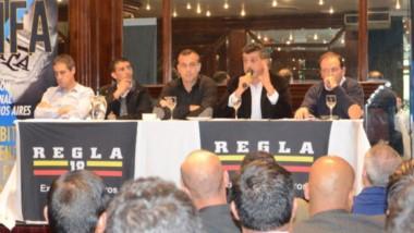 """Sergio Pezzotta habla a los asistentes de la reunión, que se hizo anteayer en Capital Federal. """"Marconi lleva 32 años como titular del Sadra"""", dijo."""