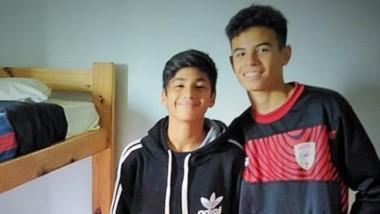 Los jóvenes jugadores Gonzalo Chodilef y Stieva Yordanoff, de Huracán de Trelew, en las instalaciones de las divisiones juveniles de San Lorenzo.