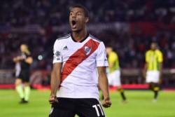 """De La Cruz metió un """"hat trick"""" en la victoria del conjunto """"millonario""""."""