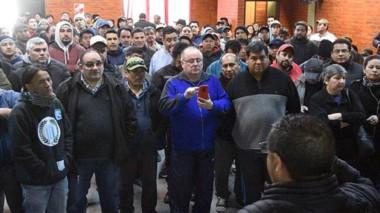 Incertidumbre. Los trabajadores insisten para que el proceso se acelere y logren respuestas en Madryn.