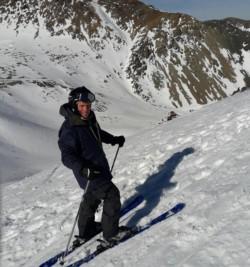 El padre Costa y una postal de su afición por la nieve