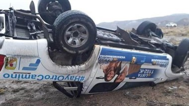 La valiosa camioneta usada para hacer campaña sufrió importantes daños materiales y quedó ruedas arriba.