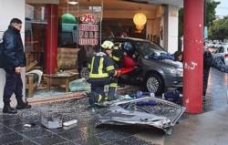 Así fue encontrado el automóvil que se fugó luego de chocar.