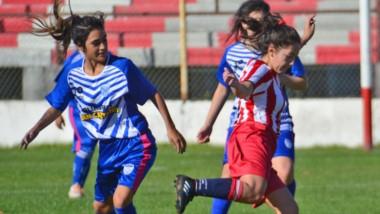 Racing Academia no encontró la claridad necesaria para triunfar y fue vencido por Deportivo Roca.