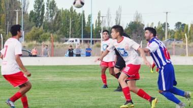 Huracán-Los Aromos, uno de los encuentros postergados, se jugará el sábado a las 15.