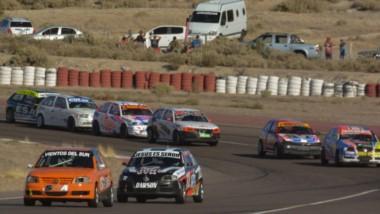 """Las cinco categorías del automovilismo provincial girarán este fin de semana en el autódormo """"Mar y Valle"""" de Trelew por la tercera fecha."""