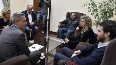 El gobernador junto a las autoridades del Ministerio del Interior.