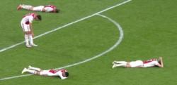 Eliminación, llanto y lamento de los jugadores de Ajax, que igualmente se retiraron con aplausos tras una gran temporada.