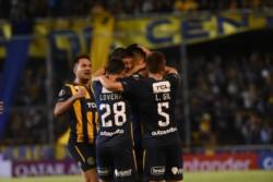 El colista y ya eliminado Rosario Central recibirá este miércoles al líder y ya clasificado Libertad de Paraguay.