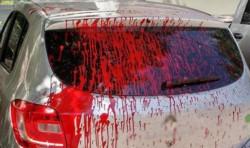 La mujer le arrojó pintura al auto del abogado. Foto ilustrativa.