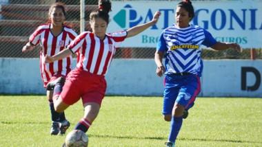 Deportivo Roca visitará a La Ribera este sábado a partir de las 16:30.