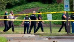 El atacante habría usado una pistola semiautomática y un rifle.
