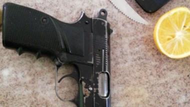 Una de las pistolas que se había usado para los disparos denunciados.