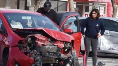 Los vehículos siniestrados sufrieron importantes daños materiales, aunque no hubo heridos de gravedad.