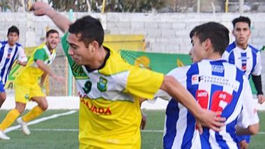 """En el sintético de """"El Tehuelche"""", La Ribera aplastó a Los Aromos 11 a 1."""