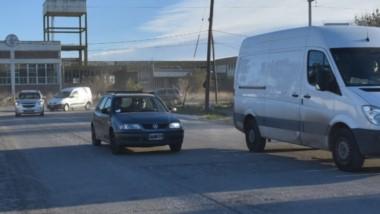 Zona crítica. Los vecinos exigen más control municipal ya que el tramo se convirtió en un peligro en Rawson.