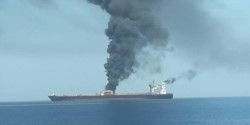 """El barco de propiedad noruega """"Front Altair"""" luego del ataque."""