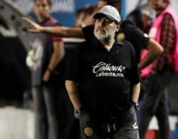 Maradona deja el cargo de entrenador de Dorados de Sinaloa por consejo médico.