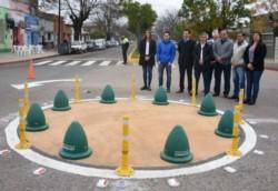 Una mini rotonda que se inauguró en Chivilcoy se convirtió en el centro de las burlas en las redes sociales.