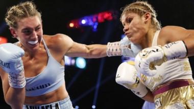 Mikaela Mayer impacta un golpe de izquierda en el rostro de Liz Crespo. La pugilista madrynense no logró su objetivo, pero vuelve al país con un futuro prometedor por delante.
