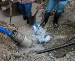 Continúan los trabajos en Velero Mimosa y Urquiza para reparar el ducto