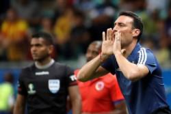 Scaloni no pudo contar con todos los futbolistas en la primera práctica de la Selección Argentina en Belo Horizonte.