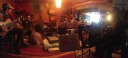 Un instante de tiempo capturado durante los ensayos en Playa Unión, previo al recital.