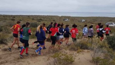 El seleccionado femenino de la Unión de Rugby del Valle del Chubut, realizó una práctica en Puerto Madryn.