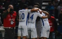 Tigre festeja el gol de Fede González. Error grave de Andrada en el primer gol de Tigre, el primer palo siempre es del arquero.