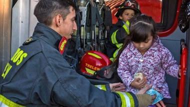 El cuerpo de Bomberos  Voluntarios atendió a los niños, posibilitando que conozcan las unidades.