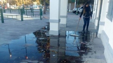 Parte del edificio del Museo fue inundado por desaprensivos sujetos.