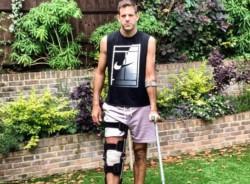 El tandilense Juan Martín Del Potro sufrió una fractura en la rótula derecha que requerirá intervención quirúrgica, según confirmaron hoy los estudios médicos a los que fue sometido en Londres, que ar