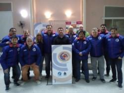 El titular de Chubut Deportes Walter Ñonquepán participó de la entrega de camperas del Círculo.