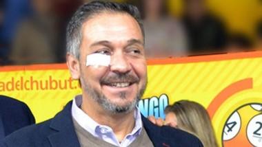 Sonrisa. Carlos Barbato estuvo en el Telebingo de Corcovado con un apósito en su ojo derecho.