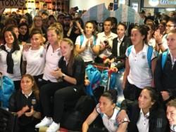 Gran recibimiento a la selección femenina en Ezeiza después del histórico Mundial.