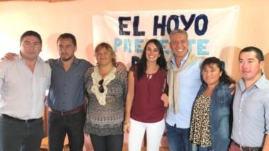 El Hoyo. Daniel Cárdenas presentó a sus concejales acompañado del gobernador Mariano Arcioni.