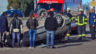 Vuelco con un  herido. El siniestro vehicular fue a la altura de la Quilmes, en el sector este de la ciudad.