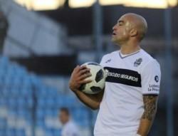 Santiago Silva llega a Argentinos s a préstamo por un año y así jugar en su 9no club en el fútbol argentino.