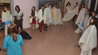 Surazul, dirigido por la profesora Andrea Freyer  presentaron un repertorio de 13 canciones.