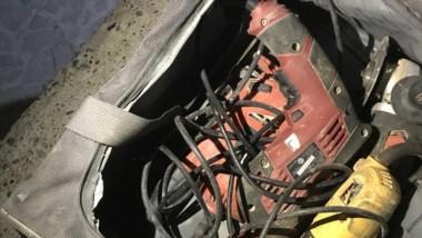 Uno de los delincuentes portaba elementos de construcción robados.