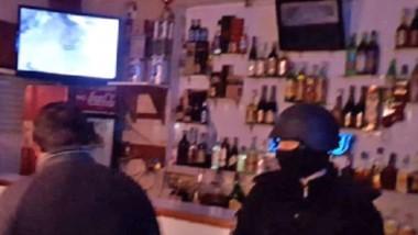 Operativo. Los allanamientos fueron en dos propiedades: un bar y el domicilio de sus propietarios.