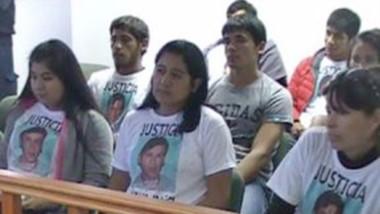 Familiares y allegados de Gustavo IBáñez exigiendo justicia en Trelew.