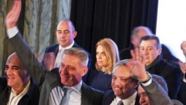 El gobernador junto con Alberto Fernández y el gobernador Manzur durante el Congreso Nacional Bancario desarrollado en Buenos Aires.